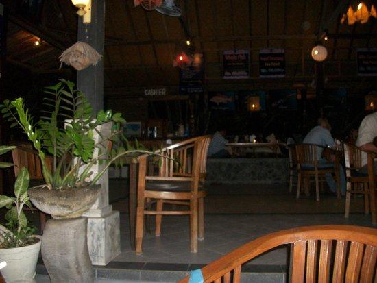 Astina Bar and Restaurant: table settings