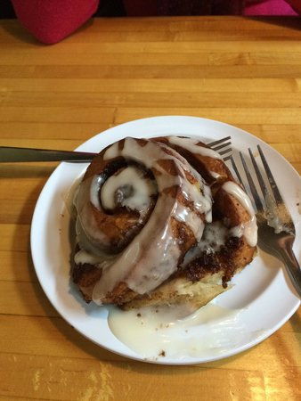 The Bunnery Bakery & Cafe : Cinnamon Bun