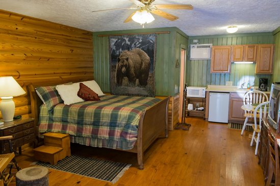 Mountain Aire Cottages & Inn: Mountain Lodge room