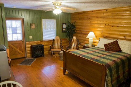 Mountain Aire Cottages & Motel: Mountain Lodge room