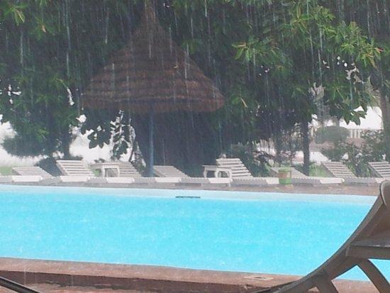 أوتل مانديه: piscine hotel mande