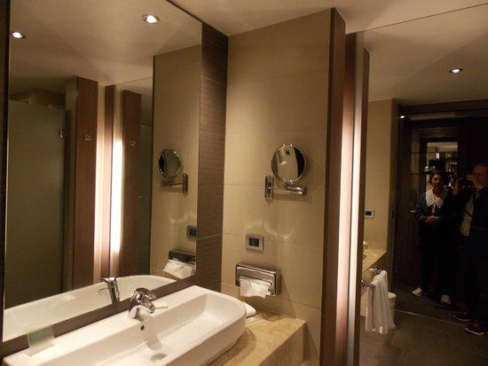 Holiday Inn Santiago Airport: O banheiro