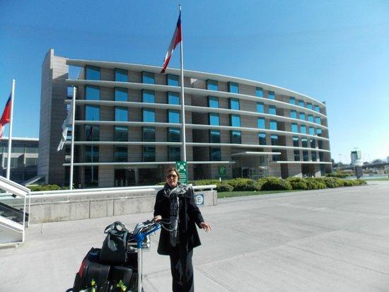 Holiday Inn Santiago Airport: A frente do hotel