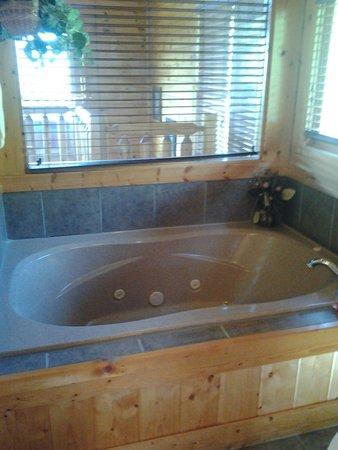 Gatlinburg Falls Resort: Jacuzzi tub