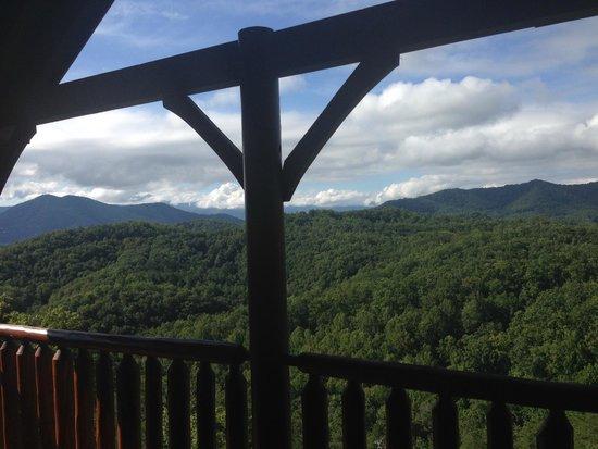 Gatlinburg Falls Resort: Mountain view from deck