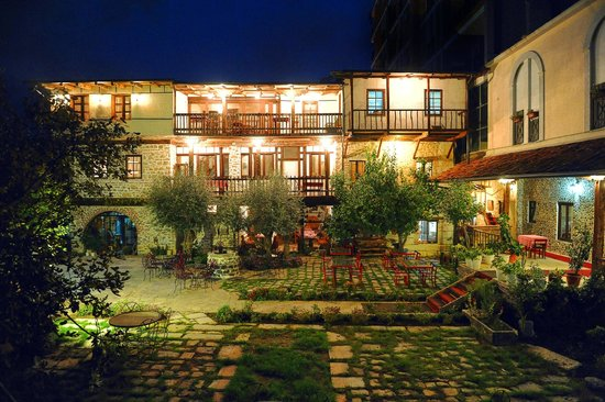 Hotel Tradita Geg & Tosk: Backyard