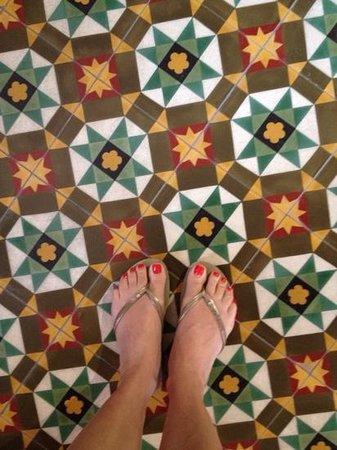 Museum Hotel: Beautiful mosiac tiles in the lobby