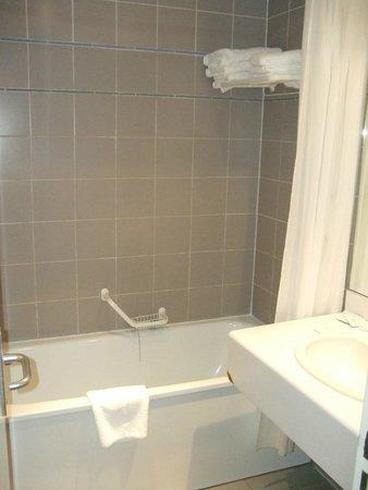 Hotel du Lion : Bathroom
