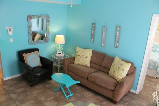 The Ringling Beach House - A Siesta Key Suites Property : Ringmaster Living Room