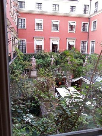 Hotel Costes: Veduta cortile interno/ristorante