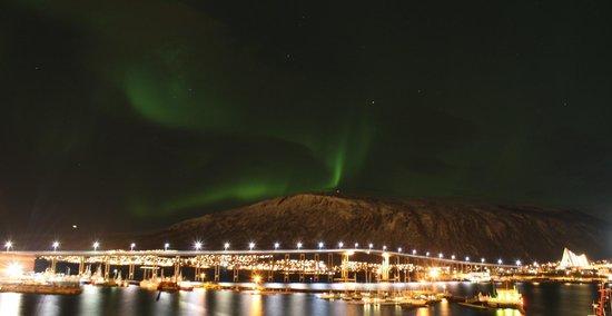 Clarion Collection Hotel Aurora : God utsikt til nordlyset fra boblebadet på taket.