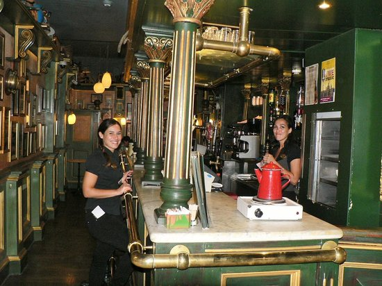 Cafe Jubilee Valletta: Great staff