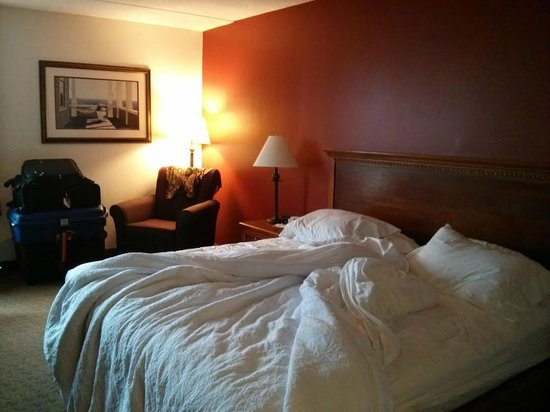 Hampton Inn Portland Airport: room