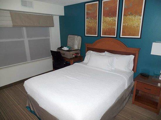 Residence Inn Greenbelt: Here's the smaller bedroom in the suite