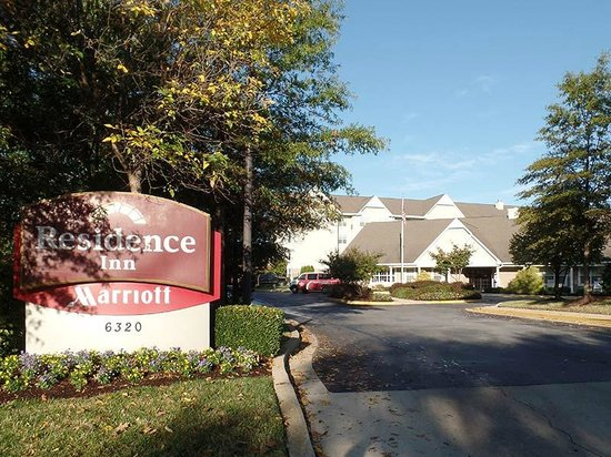Residence Inn Greenbelt: The Residence Inn, from the street, is a little hard to find — GPS helps