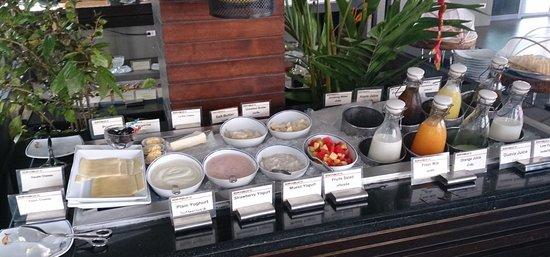 Chongfah Beach Resort: Breakfast
