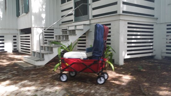 Cabbage Key Inn : The pull cart