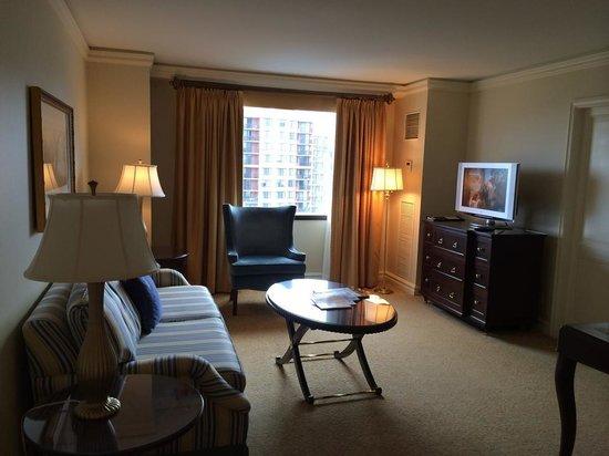 The Ritz-Carlton, Pentagon City: The living room