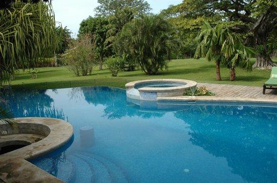Hacienda JJ: piscina