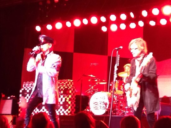 Hollywood Casino at Charles Town Races : Cheap Trick rocking the casino!