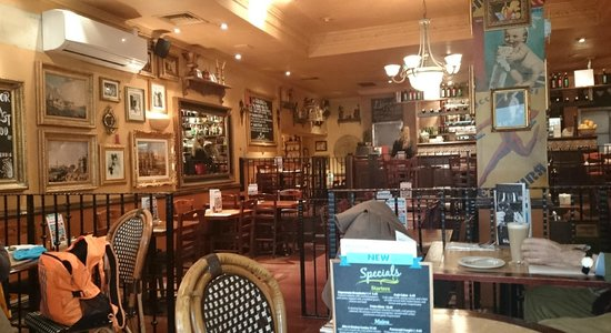 Bella Italia Shaftesbury Avenue : Warm and welcoming