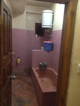 R. Penjor Lodge : Bathroom