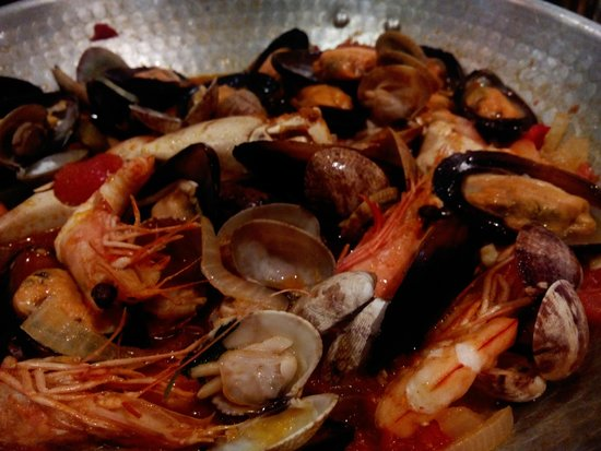Restaurante Snack-Bar A Matilde: cataplana (seafood) for 2