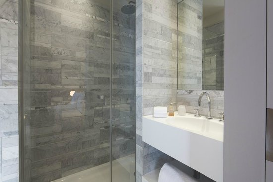 le marianne hotel salle de bain en marbre de carrare