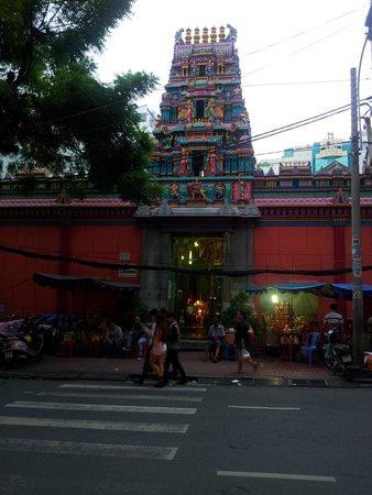 Mariamman Hindu Temple: main entrance