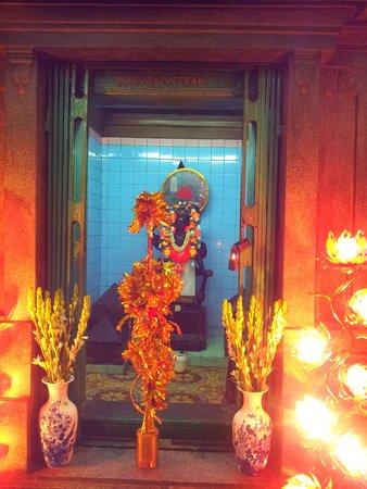 Mariamman Hindu Temple: inside Mariamman temple