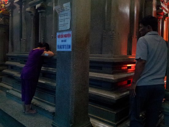 Mariamman Hindu Temple: touch the house of the gods and wailed for their sufferings
