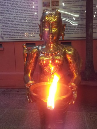 Mariamman Hindu Temple: burning flames to light incense