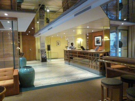 Floride Etoile Hotel: La recepción del hotel es muy agradable