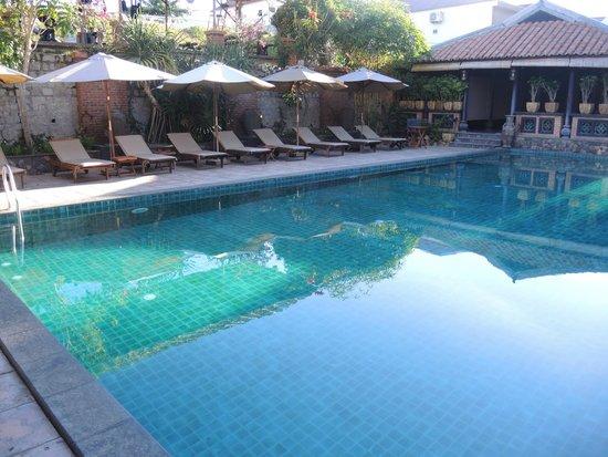 Lotus Village Resort: бассейн на второй линии