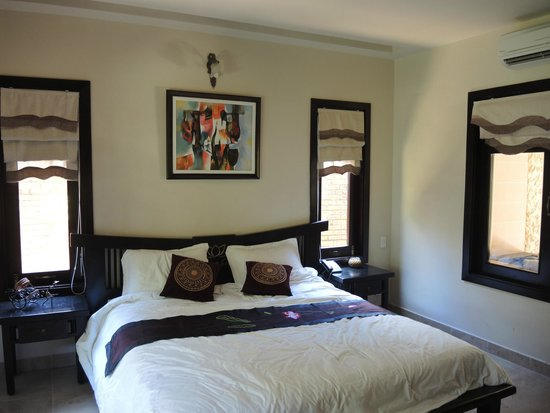Lotus Village Resort: в номере. Обратите внимание на картину!))