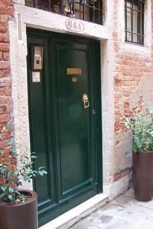 la chicca: Quiet street - amazing door
