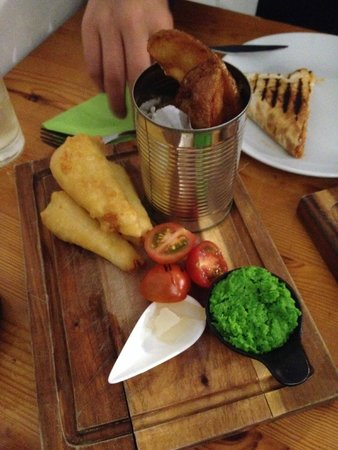 Battered halloumi 'Fish and chips'