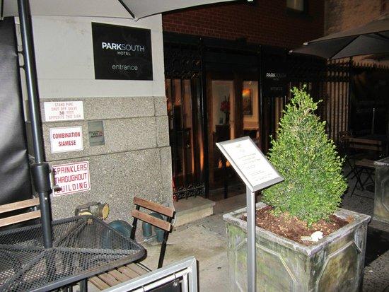 Park South Hotel : Front Entrance
