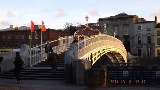 Puente Halfpenny Bridge: Larry's Pictures