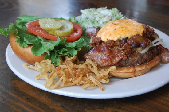 Poe's Tavern: Black Cat Burger (Grilled Onions, Edgar's Drunken Chili, Applewood Bacon & Pimiento Cheese)