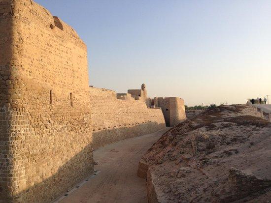Qalat al Bahrain: Fortress Walls
