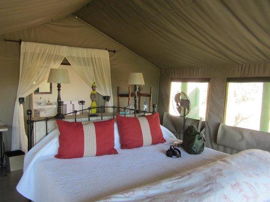 Tanda Tula Safari Camp : Tent inside