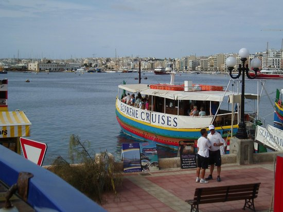 Grand Harbour Tour: Cruise ship moored up at Sliema