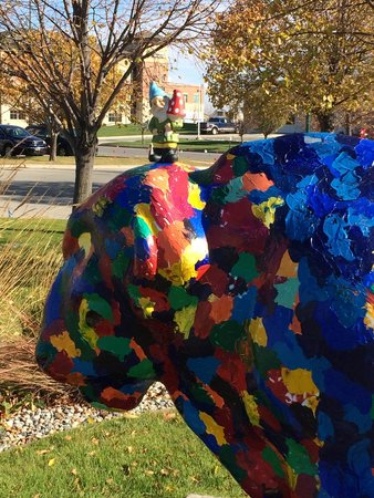 Fargo-Moorhead Visitors Center : Our travelling buddy catching some rays on Columbus Day.
