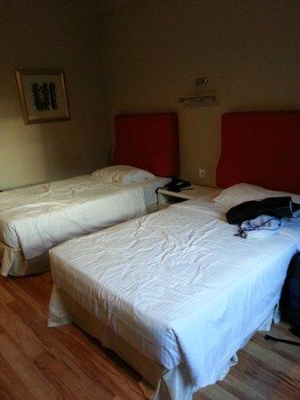 The Palace Hotel Kota Kinabalu: Twin room