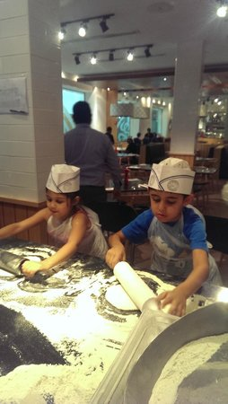 Pizza Express: Pizza making