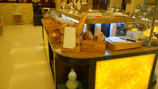 Jin An Hotel: Bread and pastries section at Breakfast Buffet