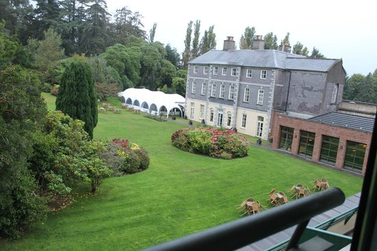 Maryborough Hotel & Spa : Wedding drinks and main old building