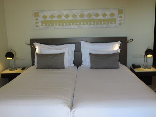 Ozadi Tavira Hotel: Our lovely bedroom
