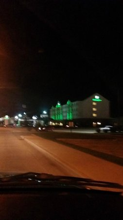 Holiday Inn Effingham: From the road at night
